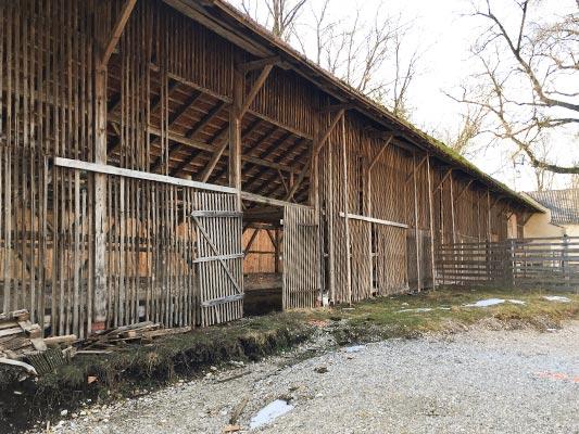 Gut Freiham Wirtschaft und Wohnungen Bild Holzscheune