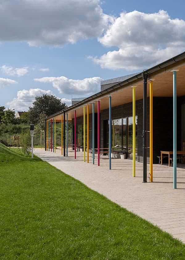 Haus für Kinder Kindergarten Neuburg Aussenbereich Terrasse