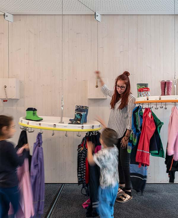 Haus für Kinder Kindergarten Neuburg Garderobe