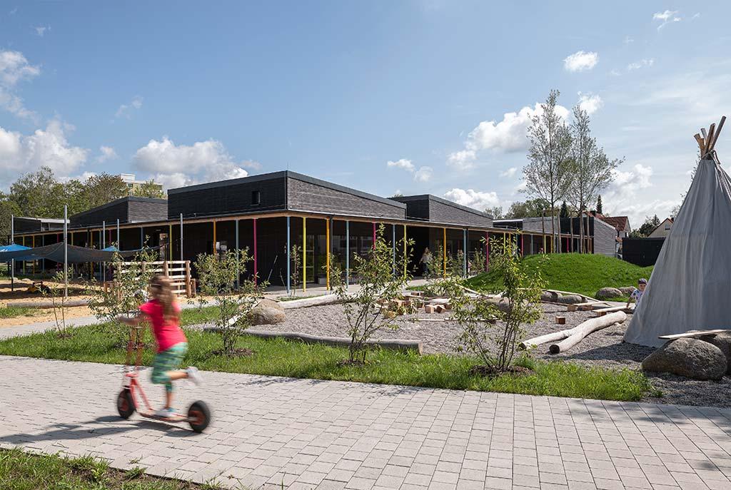 Haus für Kinder Kindergarten Neuburg Aussenbereich